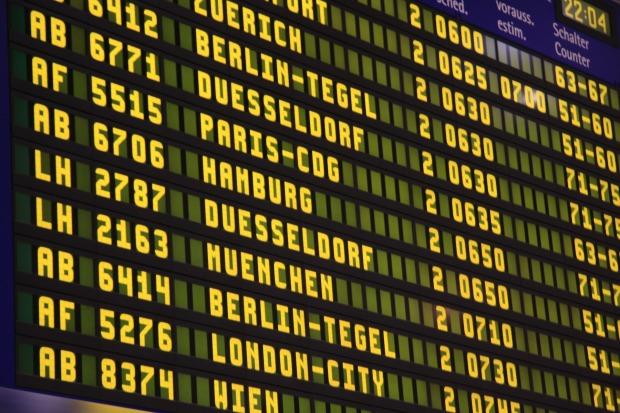 airport-285592_1920