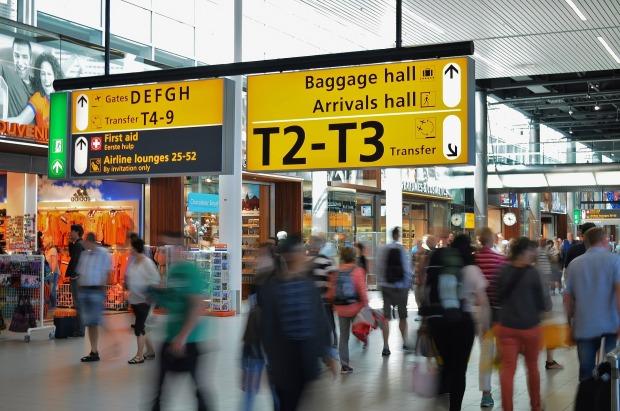 airport-384562_1920